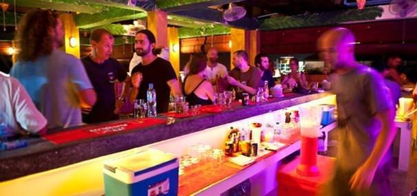 mad monkey siem reap bar party hostel