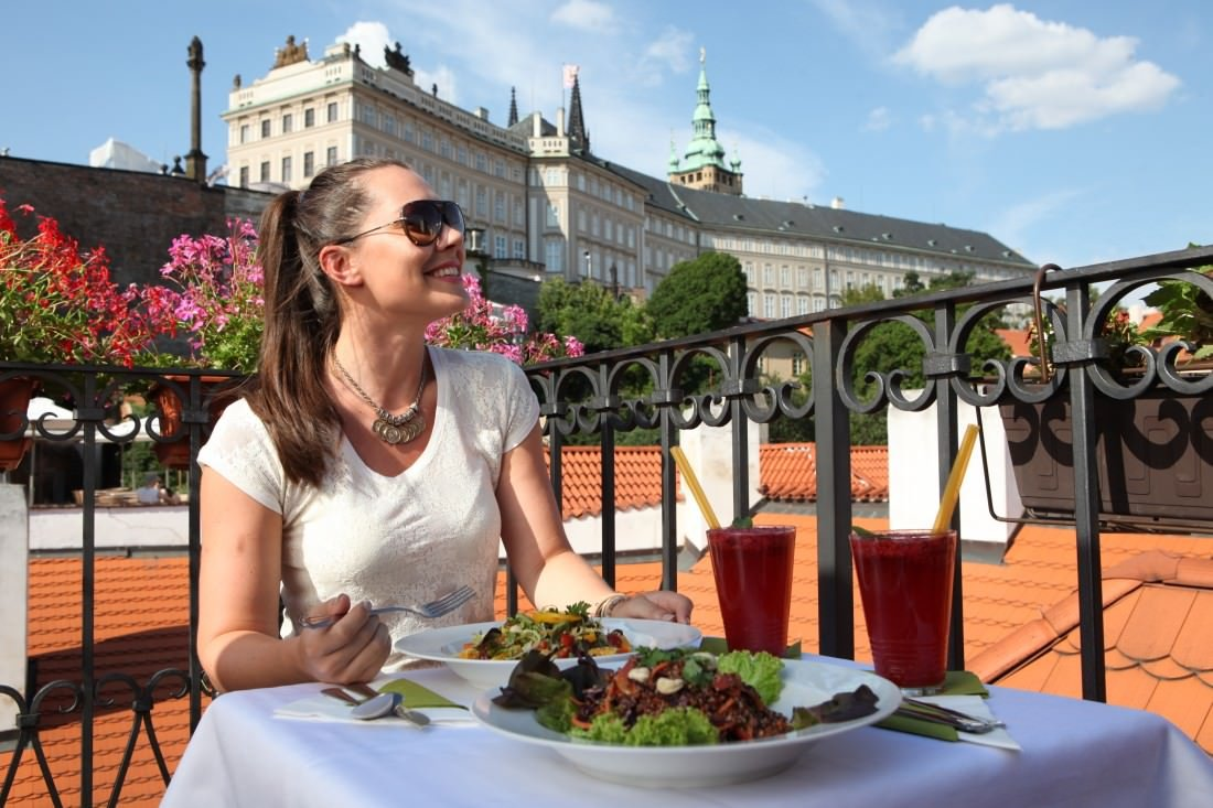 eating out in Prague on a budget