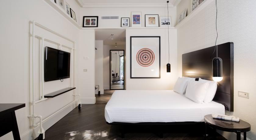 budget hotel room in barcelona