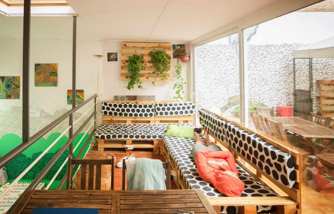 meeting people is easy in the best hostels in barcelona