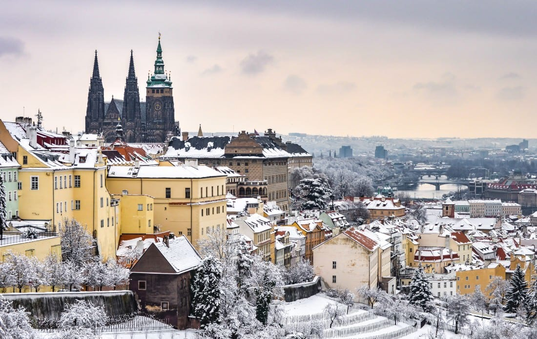 snow in prague, prague castle