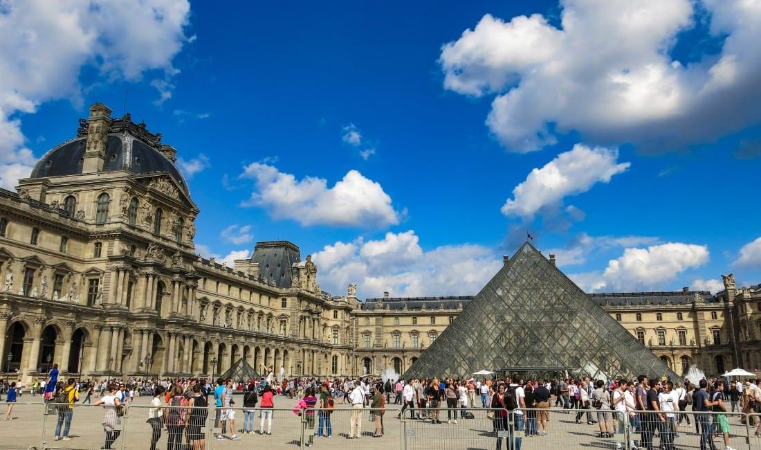 best hostels in paris