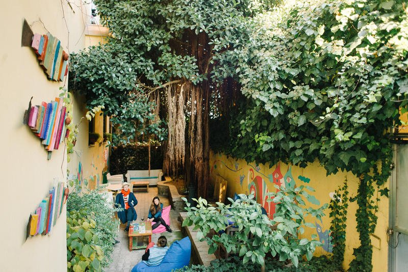 A backpacker 39 s guide to the best hostels in rome just a pack for The beehive rome
