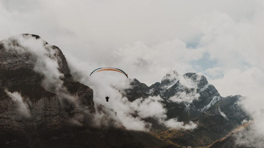 things to do in Switzerland paragliding