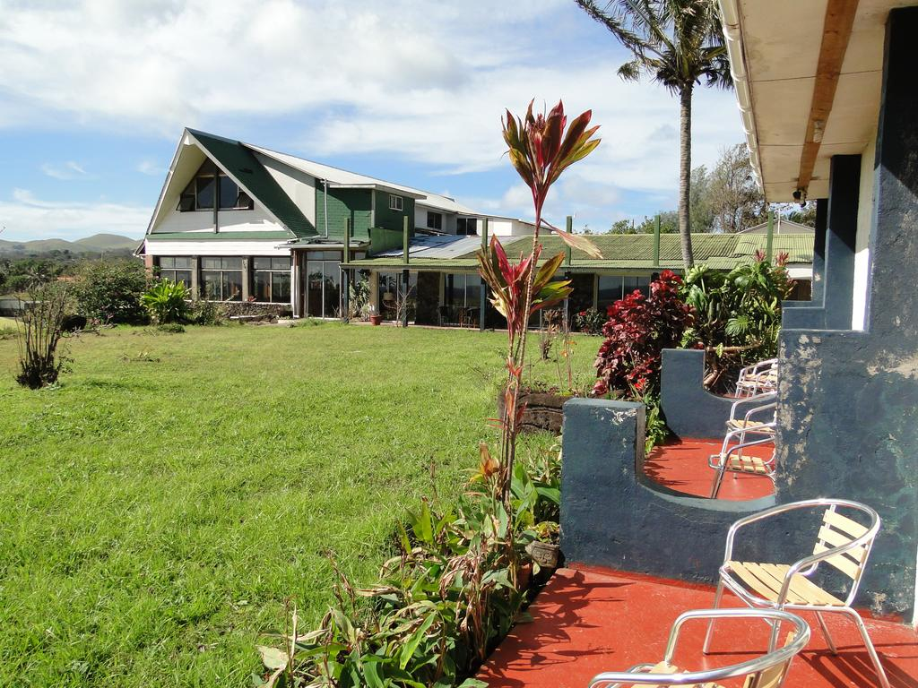 visiting easter island - where to stay on easter island