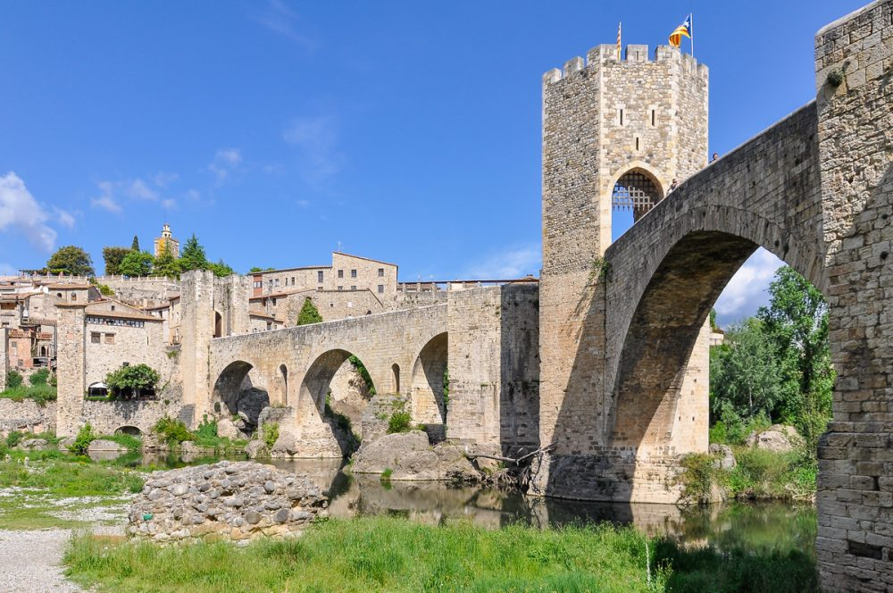 day trips from barcelona besalu