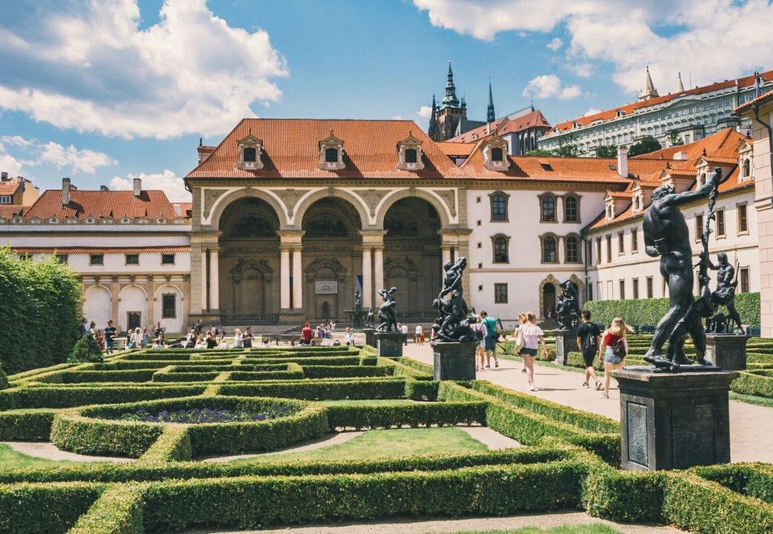 tours of prague castle - visiting prague castle