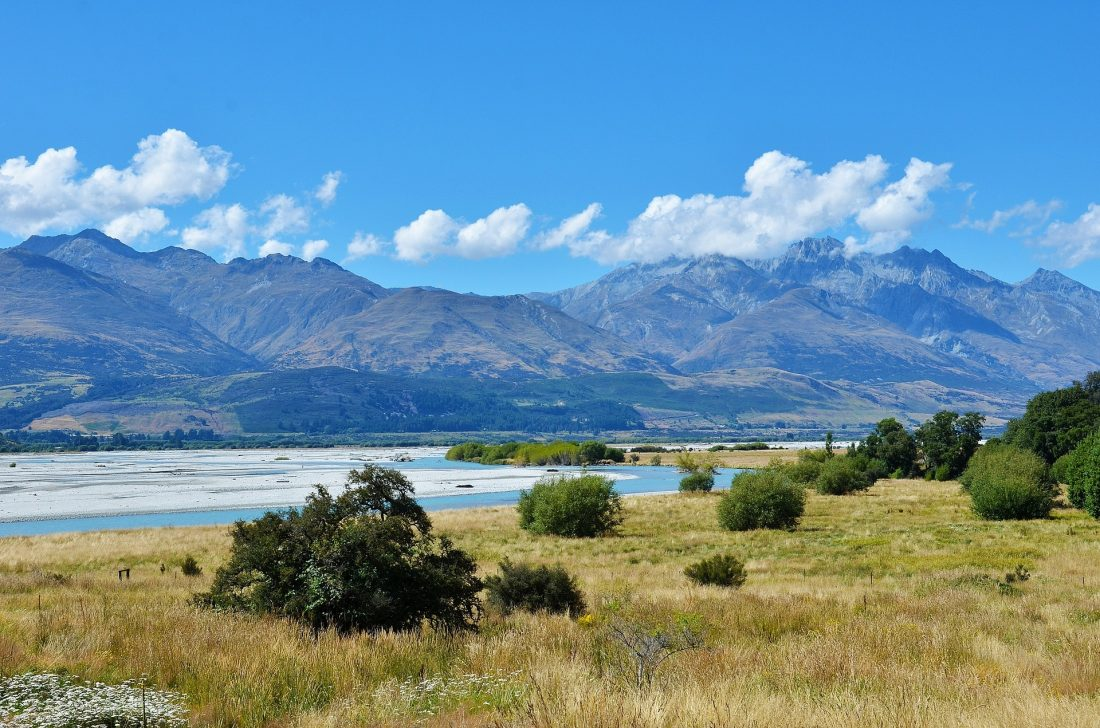 cheap things to do in queenstown - cycle the queenstown trail