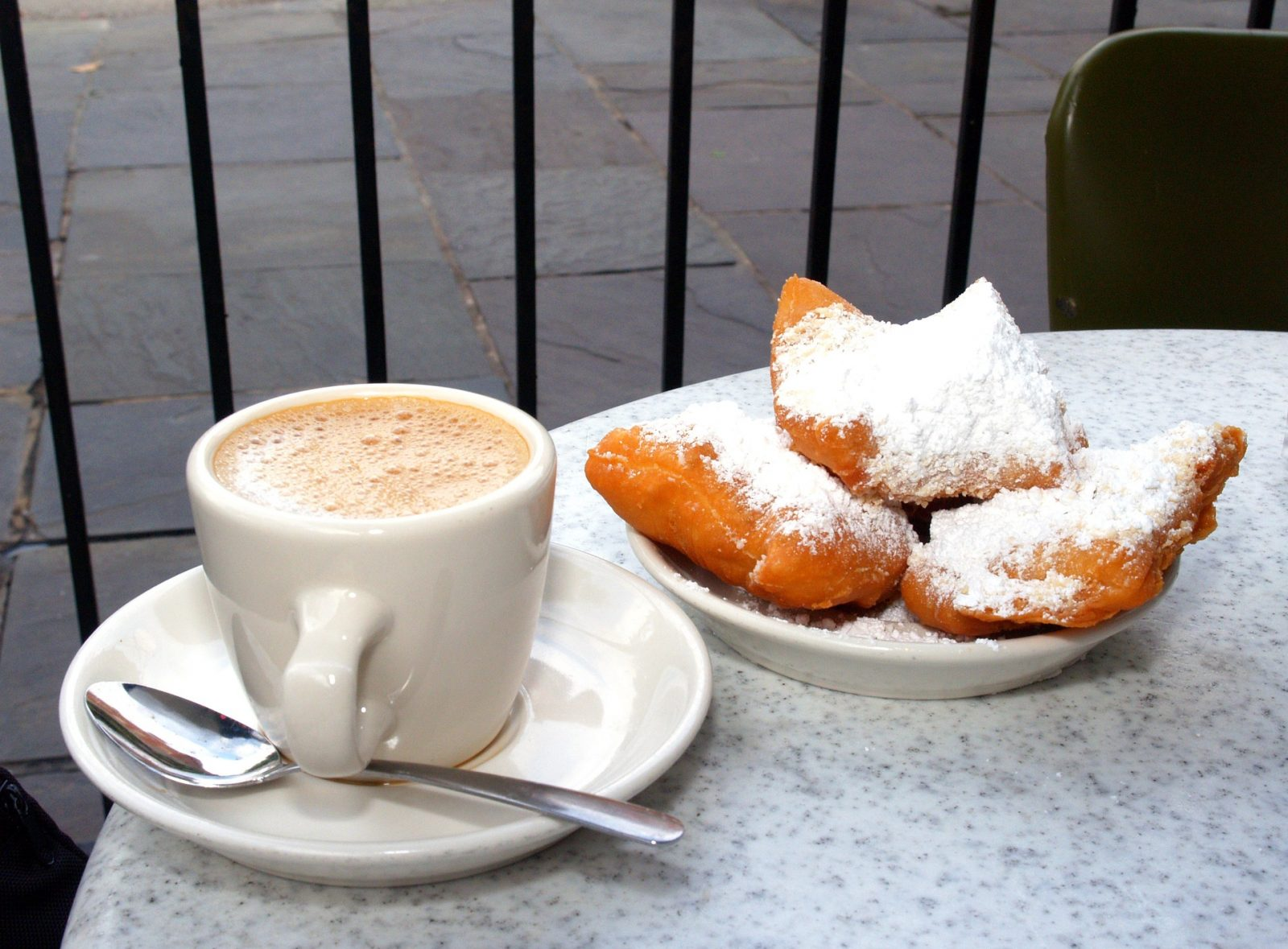 Things to do in New Orleans - Cafe du Monde