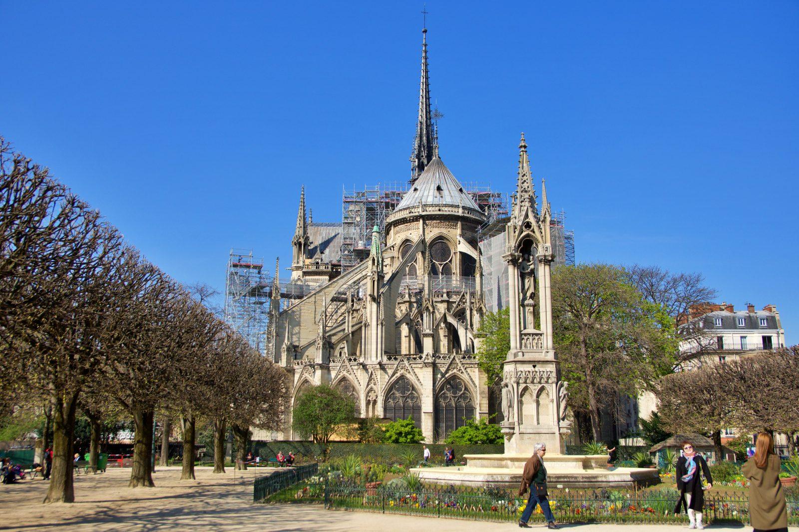 Notre-dame Gardens in Paris
