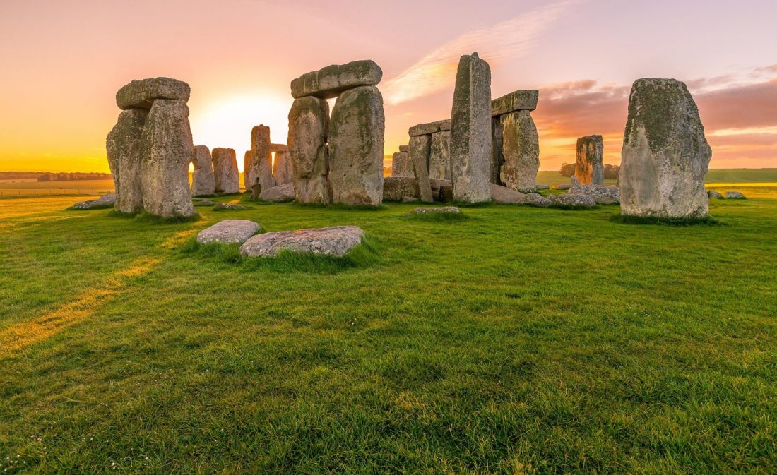 Day Trips from London to stonehenge uk