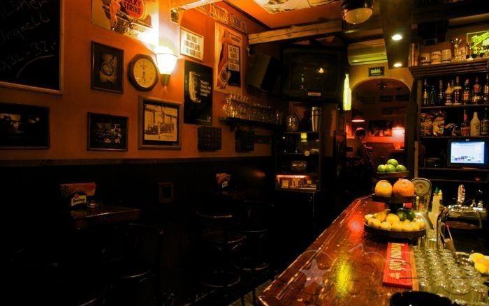 al capones bar prague