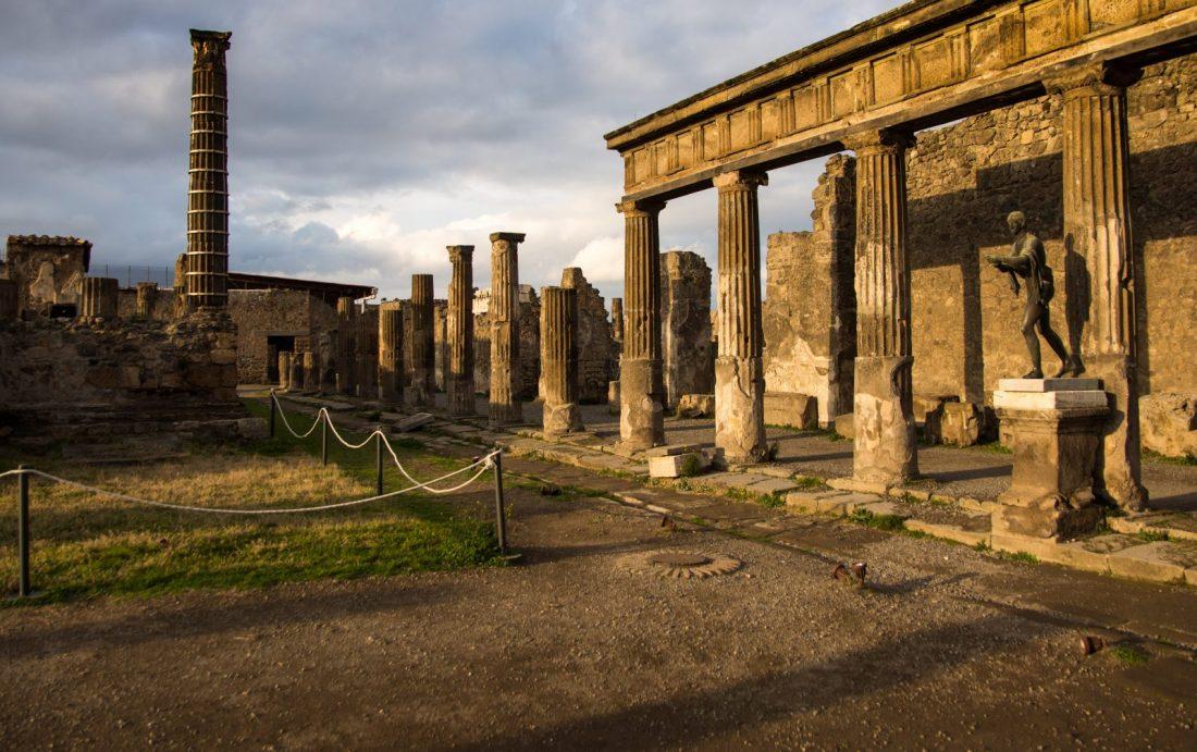 pompeii ruins temple italy