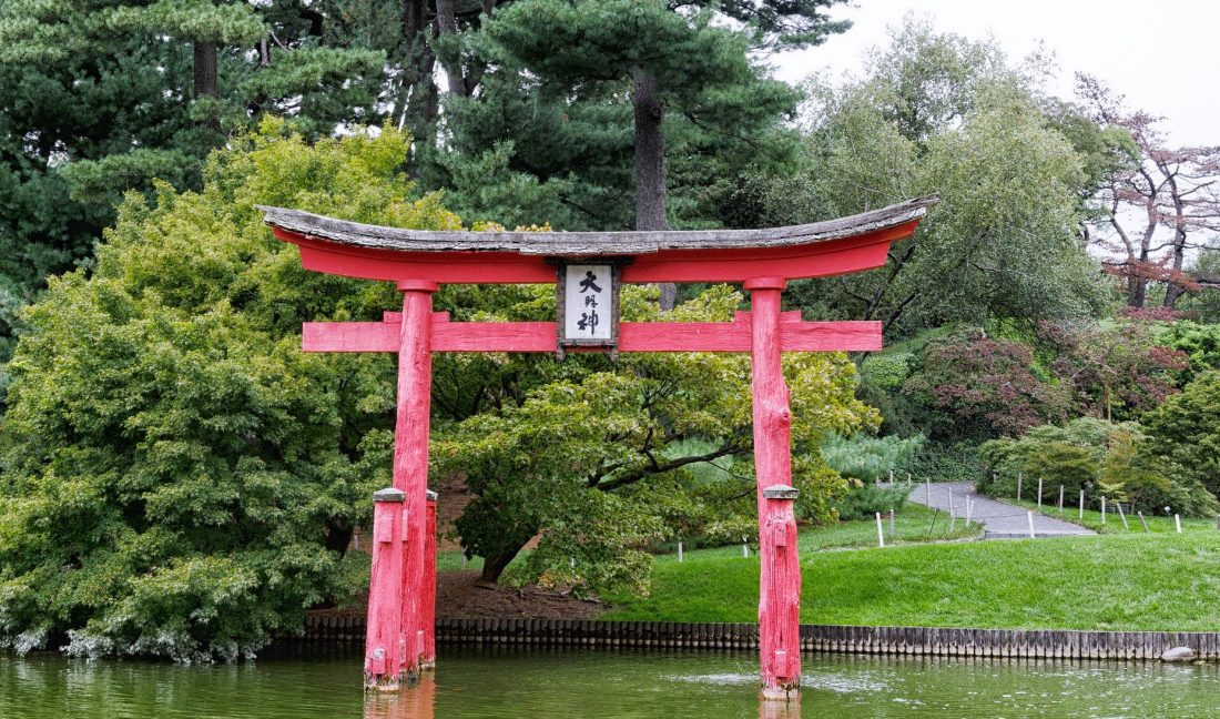 a view of a Japanese style gateway in the Brooklyn Botanical Garden in New York City
